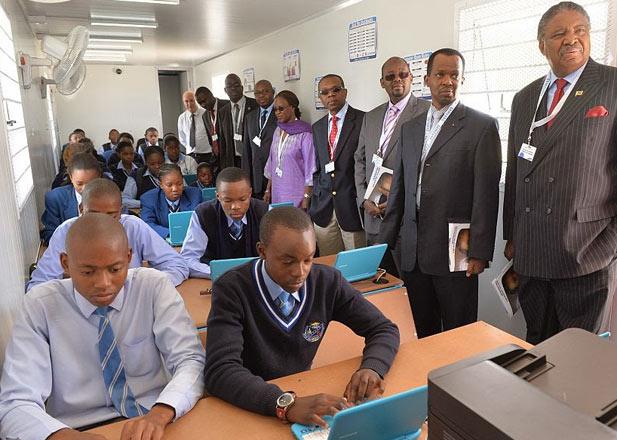 The Samsung Solar Internet School. Image credit:Craizydaisy.blogspot.com