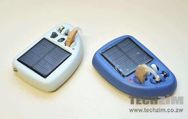 People who use the Solar Ear hearing aid can recharge the batteries directly without removing them from the hearing aid